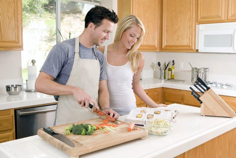 μαγειρεύοντας ζεύγος στοκ φωτογραφία