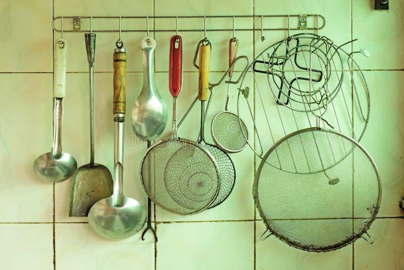 μαγειρεύοντας καθορισμένα εργαλεία κουζινών στοκ εικόνα