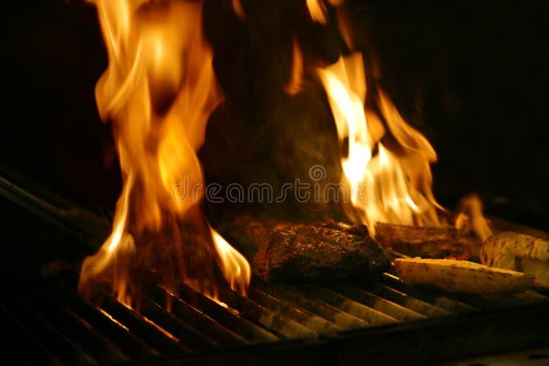 μαγειρεύοντας μπριζόλα στοκ φωτογραφία