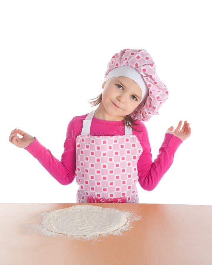 Μαγειρεύοντας πίτσα μικρών κοριτσιών στοκ εικόνες με δικαίωμα ελεύθερης χρήσης