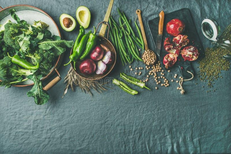 Μαγειρεύοντας συστατικά χειμερινών χορτοφάγα τροφίμων, γκρίζο υπόβαθρο λινού, διάστημα αντιγράφων στοκ φωτογραφία με δικαίωμα ελεύθερης χρήσης