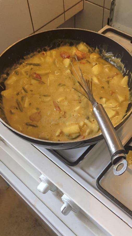 Μαγειρεύοντας τηγάνι με τα τρόφιμα στοκ φωτογραφία με δικαίωμα ελεύθερης χρήσης