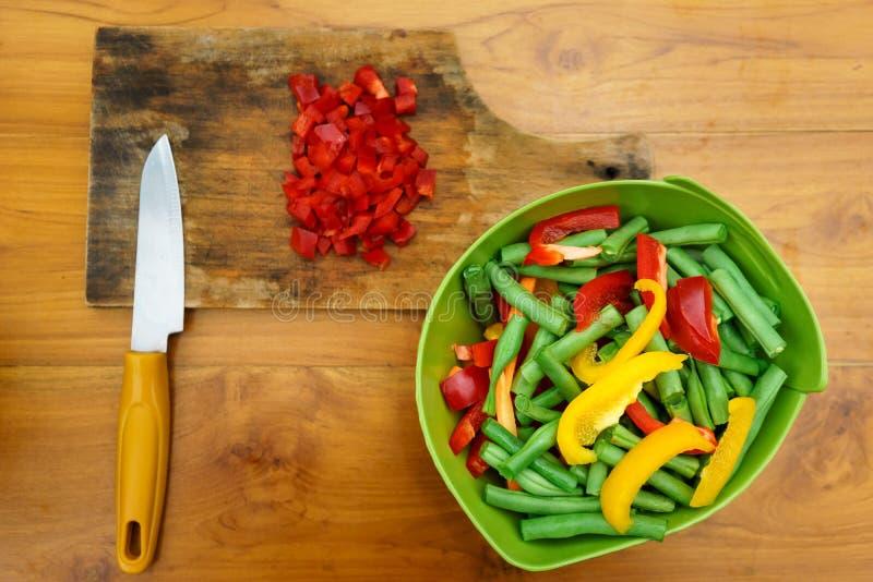 Μαγειρικό εργαστήριο σαλάτα που βλασταίνεται στενή επάνω στο λαχανικό στοκ εικόνα