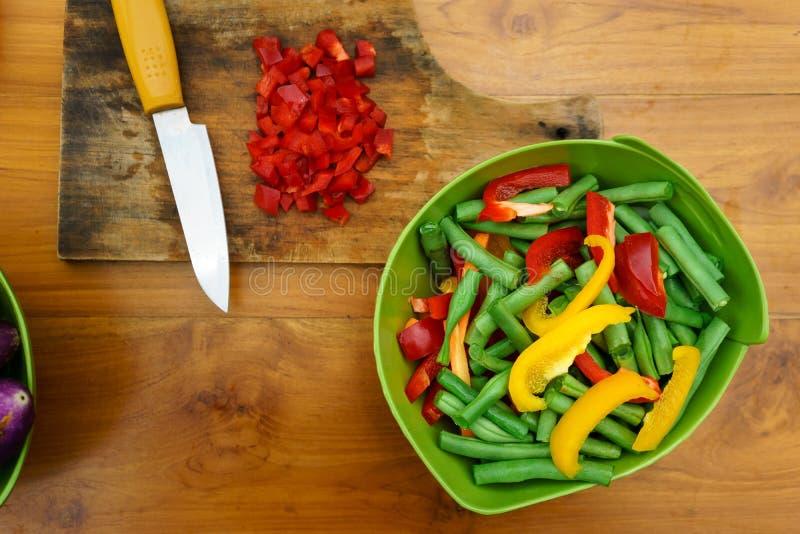 Μαγειρικό εργαστήριο σαλάτα που βλασταίνεται στενή επάνω στο λαχανικό στοκ εικόνες