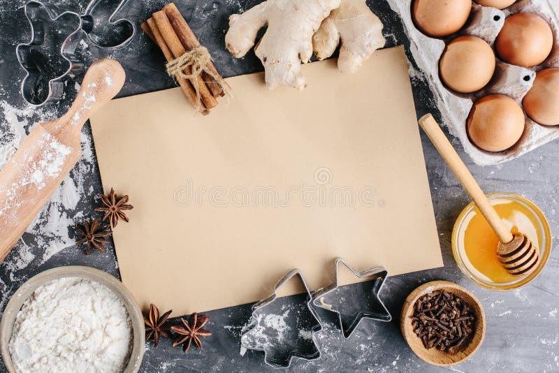 Μαγειρικό υπόβαθρο για τη συνταγή του ψησίματος Χριστουγέννων στοκ φωτογραφία με δικαίωμα ελεύθερης χρήσης
