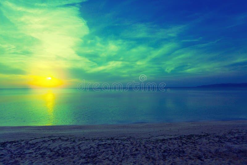Μαγική ανατολή πέρα από τη θάλασσα στοκ εικόνα με δικαίωμα ελεύθερης χρήσης
