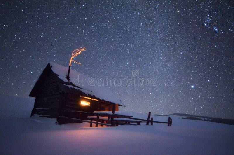 μαγική νύχτα τοπίων Χριστουγέννων στοκ φωτογραφία