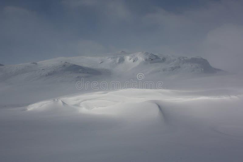 Μαγικό φως στο χειμερινό τοπίο Jotunheimen, Νορβηγία στοκ εικόνα