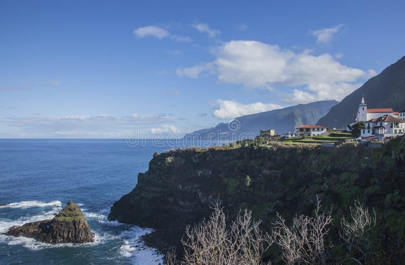 Μαδέρα, Πορτογαλία - ένα μικρό χωριό από την παραλία στοκ εικόνες με δικαίωμα ελεύθερης χρήσης