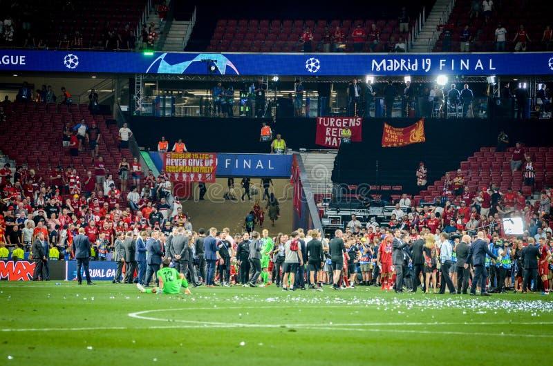 Μαδρίτη, Ισπανία - 1 ΜΑΐΟΥ 2019: Οι θαυμαστές και οι θεατές του Λίβερπουλ γιορτάζουν τη νίκη τους του UEFA Champions League το 20 στοκ εικόνες