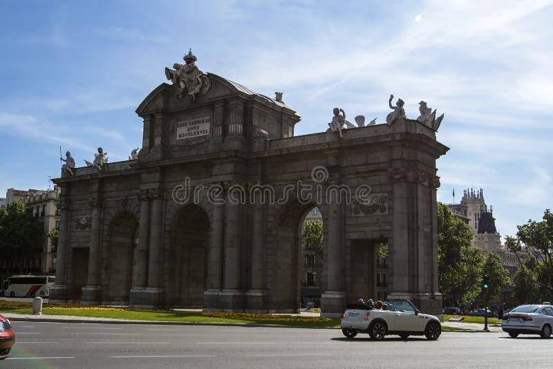 Μαδρίτη, Ισπανία - 2 Μαΐου 2008: Puerta de Alcala Πύλη στο τετράγωνο ανεξαρτησίας στην κεντρική Μαδρίτη, Ισπανία στοκ φωτογραφία