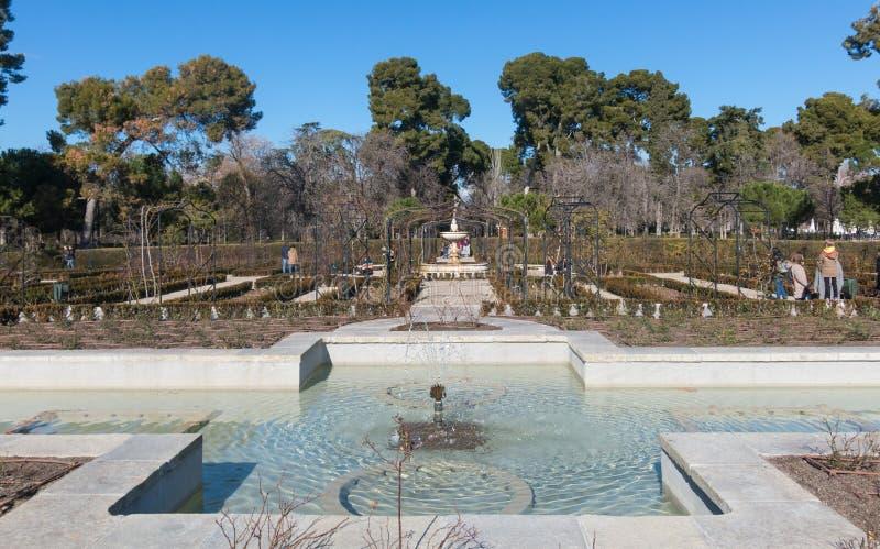 Μαδρίτη, πρωτεύουσα της Ισπανίας Rosarium φυτειών με τριανταφυλλιές σε Retiro στοκ εικόνα με δικαίωμα ελεύθερης χρήσης
