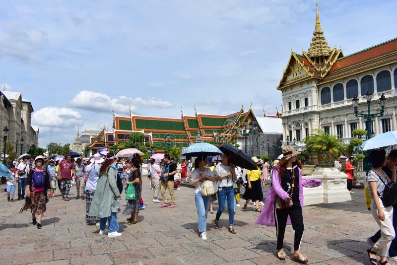 Μαζικοί τουρίστες στο μεγάλο παλάτι στη Μπανγκόκ Ταϊλάνδη στοκ εικόνα με δικαίωμα ελεύθερης χρήσης