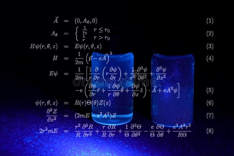 Μαθηματικοί τύποι και υπολογισμοί στοκ φωτογραφίες