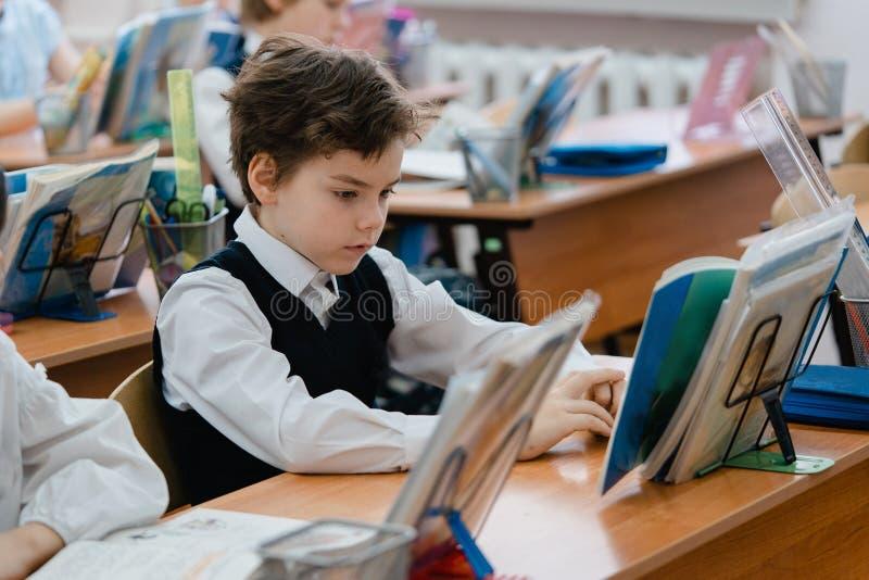 Μαθητής κατά τη διάρκεια του μαθήματος στοκ εικόνα