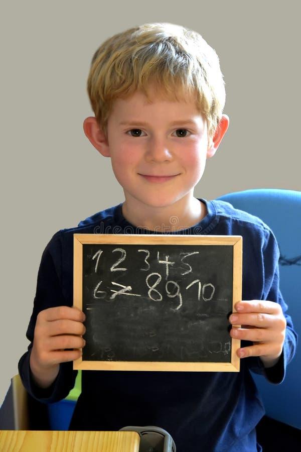 Μαθητής με την πλάκα στοκ φωτογραφίες με δικαίωμα ελεύθερης χρήσης