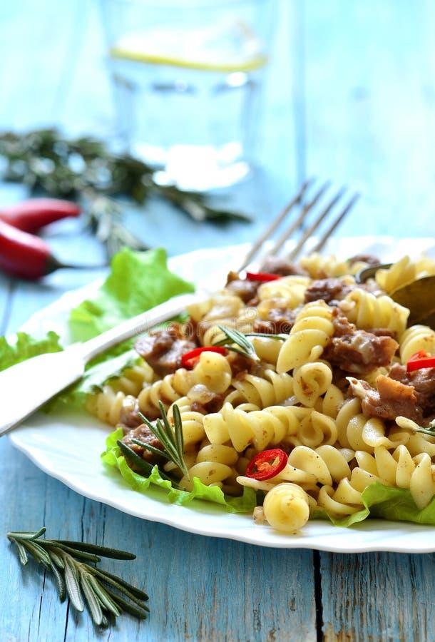 Μακαρόνια (ζυμαρικά) με stew κρέατος στοκ εικόνες