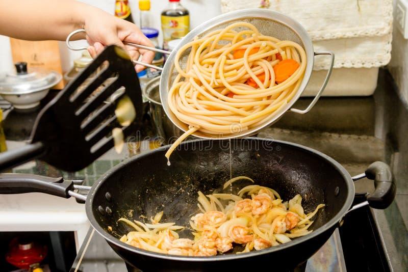 Download Μακαρόνια στοκ εικόνες. εικόνα από γεύμα, μαγείρεμα, ζαμπόν - 62721564