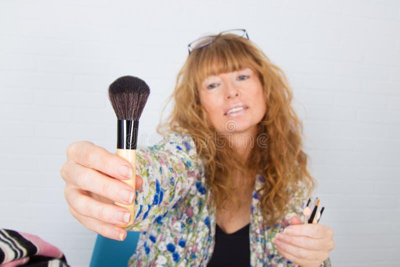 Μακιγιάζ με πινέλα στοκ εικόνα με δικαίωμα ελεύθερης χρήσης