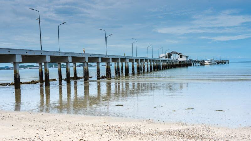 Μακριά αποβάθρα βαρκών και η θάλασσα στοκ φωτογραφίες με δικαίωμα ελεύθερης χρήσης