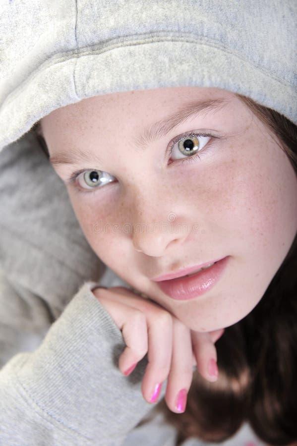 μακριά κορίτσι που φαίνεται όμορφο στοκ φωτογραφίες