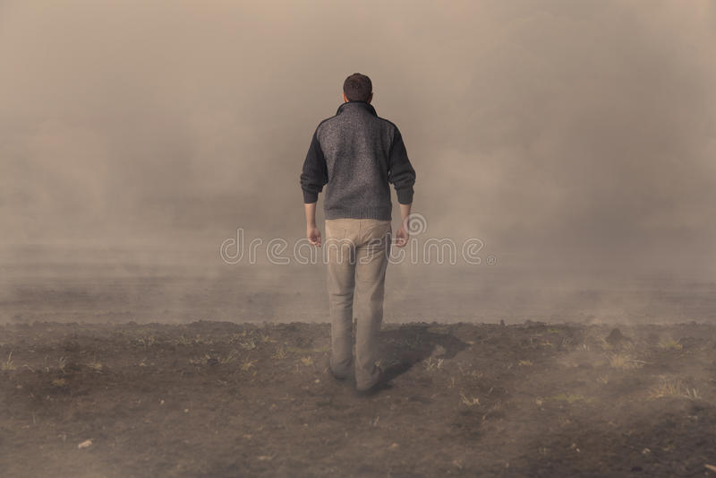 μακριά περπάτημα ατόμων στοκ φωτογραφία