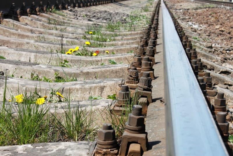Download μακριά πηγαίνει σιδηρόδρο&mu Στοκ Εικόνα - εικόνα από κόκκινος, ράγα: 22777339