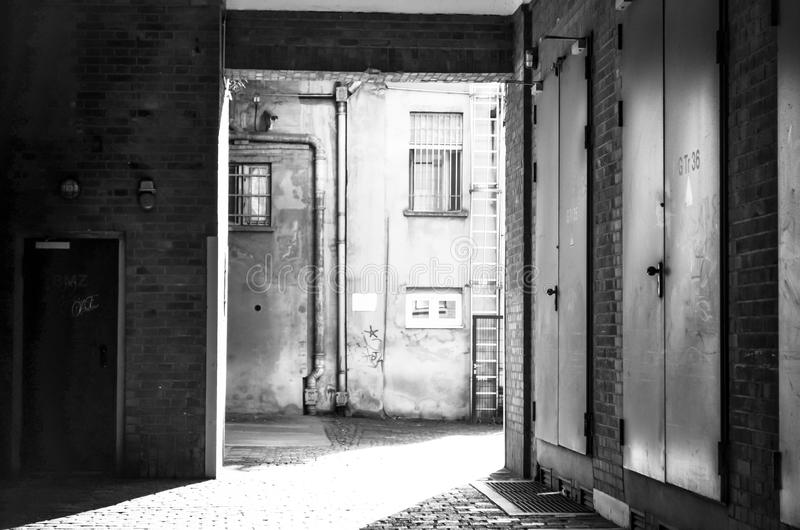 Μακριά σκιά στο urbanindustrial κατώφλι στοκ εικόνες