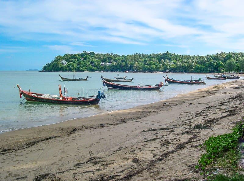Μακριές βάρκες ουρών στην παραλία Rawai, Phuket, Ταϊλάνδη στοκ εικόνες