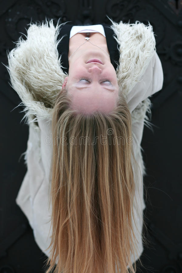 Download μακριές νεολαίες γυναι&k στοκ εικόνες. εικόνα από ευτυχία - 17059098