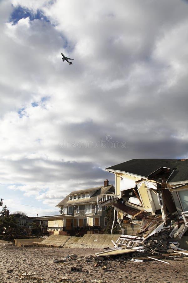 Σπίτια παραλιών στη συνέπεια του τυφώνα αμμώδη σε μακρινό Rockaway, Νέα Υόρκη στοκ φωτογραφίες