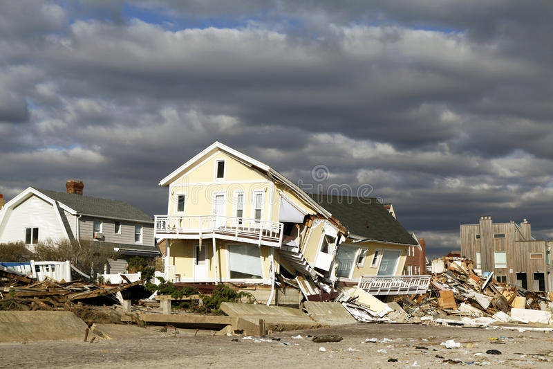 Σπίτι παραλιών στη συνέπεια του τυφώνα αμμώδη σε μακρινό Rockaway, Νέα Υόρκη στοκ φωτογραφία με δικαίωμα ελεύθερης χρήσης