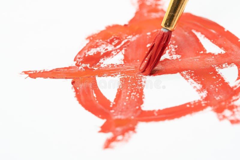Μακροεντολή συμβόλων αναρχίας που σύρεται στο κόκκινο χρώμα στοκ φωτογραφίες με δικαίωμα ελεύθερης χρήσης