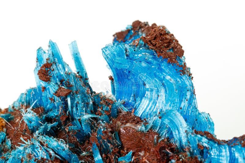 Μακροεντολή Chalcanthite πετρών του μεταλλεύματος στο άσπρο υπόβαθρο στοκ εικόνες με δικαίωμα ελεύθερης χρήσης