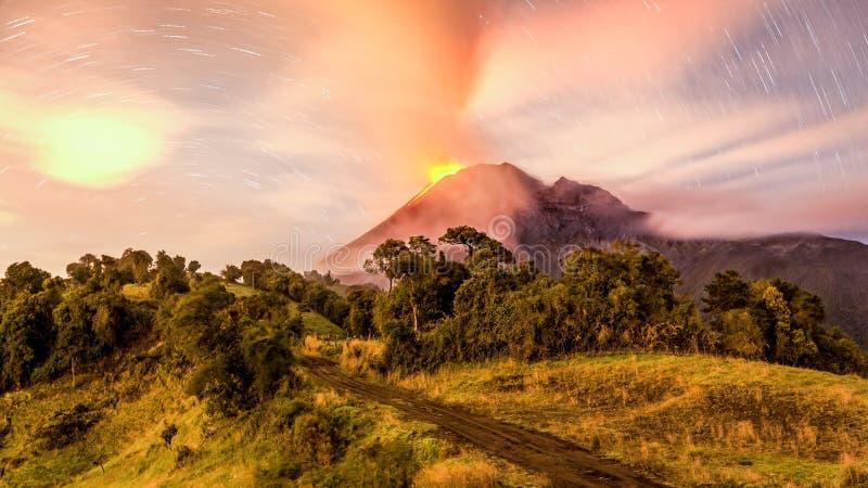Μακροχρόνια έκθεση ηφαιστείων Tungurahua στοκ φωτογραφίες με δικαίωμα ελεύθερης χρήσης