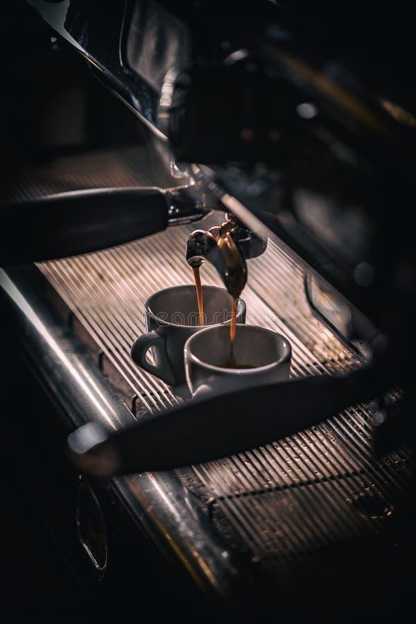 μακροχρόνια διαδικασία προετοιμασιών φωτογραφιών μηχανών έκθεσης espresso καφέ στοκ φωτογραφίες