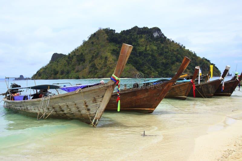 Μακροχρόνιο ουρών ύφος θάλασσας βαρκών andaman σε Krabi Provice νότιο του θορίου στοκ φωτογραφίες