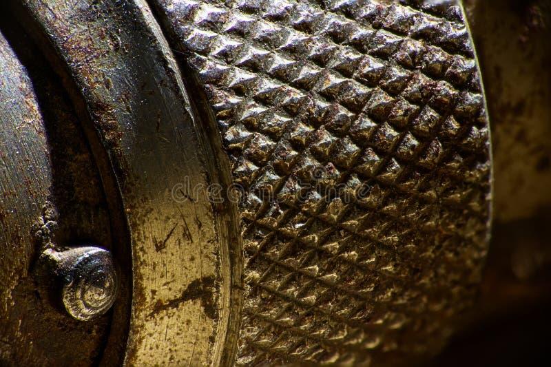 Μακρο, ακραίος στενός ένας επάνω μιας μεταλλικής, κατασκευασμένης επιφάνειας χεριών tool's στοκ εικόνες με δικαίωμα ελεύθερης χρήσης