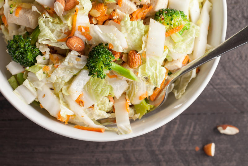 Μακρο βλασταημένη τοπ άποψη της ασιατικής σαλάτας λάχανων Napa στοκ εικόνα