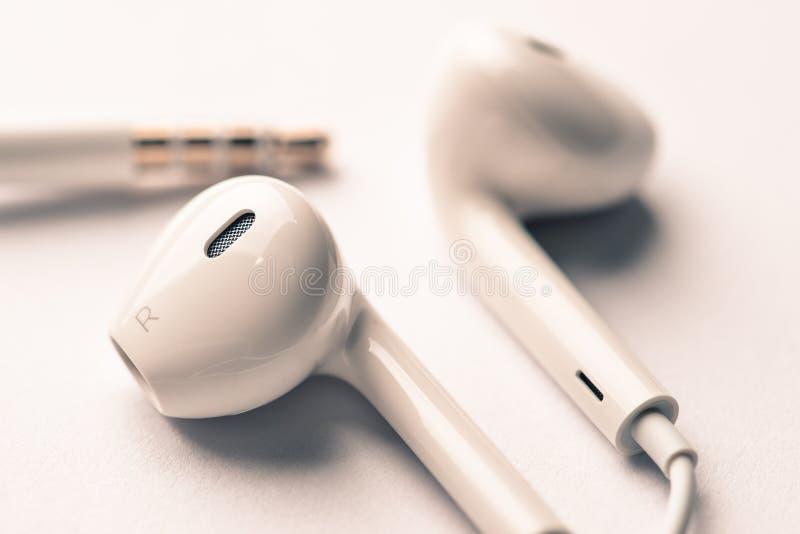 Μακρο εκλεκτής ποιότητας φίλτρο χρώματος ακουστικών άσπρο στοκ φωτογραφίες με δικαίωμα ελεύθερης χρήσης