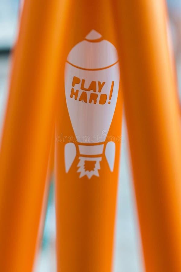 Μακρο λεπτομέρεια ενός χρωματισμένου δικράνου σε ένα ποδήλατο fixie στοκ φωτογραφία με δικαίωμα ελεύθερης χρήσης