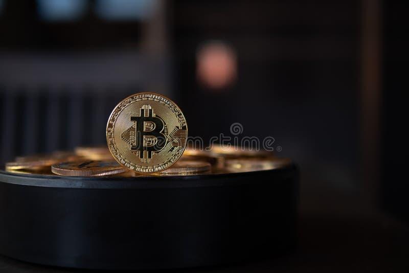 Μακρο κινηματογράφηση σε πρώτο πλάνο των bitcoins στοκ φωτογραφίες με δικαίωμα ελεύθερης χρήσης