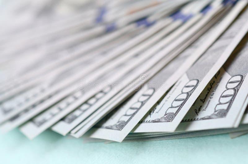 Μακρο πλάνο με το ρηχό βάθος του πεδίου Λογαριασμοί εκατό αμερικανικών δολαρίων στοκ φωτογραφίες