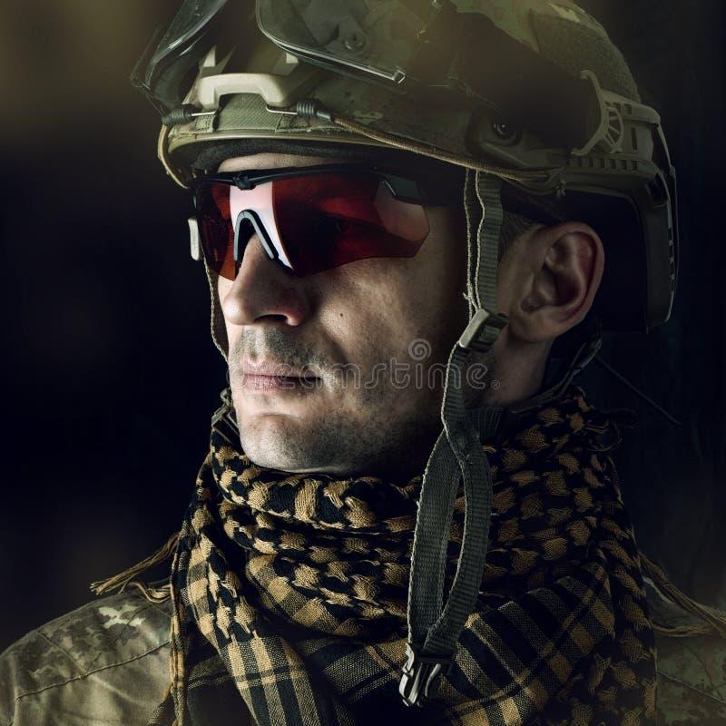 Μακρο πορτρέτο του όμορφου στρατιωτικού στοκ φωτογραφία με δικαίωμα ελεύθερης χρήσης