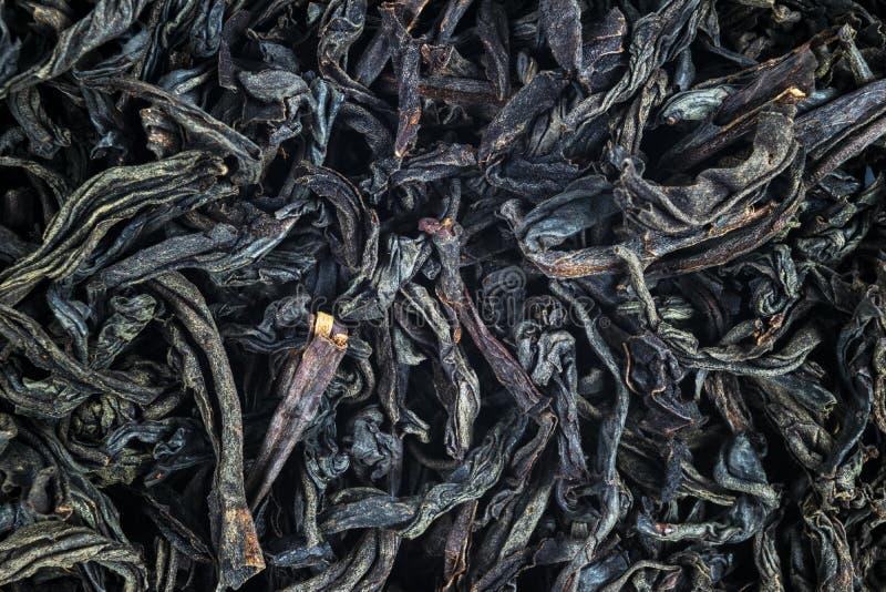 Μακρο πυροβολισμός ενός υψηλού - ποιοτικό μαύρο τσάι Μαύρος στενός επάνω υποβάθρου τσαγιού Κινηματογράφηση σε πρώτο πλάνο φύλλων  στοκ εικόνες