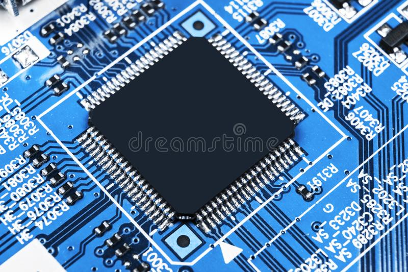 Μακρο πυροβολισμός ενός Circuitboard με τα μικροτσίπ αντιστατών και τα ηλεκτρονικά συστατικά Τεχνολογία υλικού υπολογιστών Ενσωμα στοκ φωτογραφίες με δικαίωμα ελεύθερης χρήσης