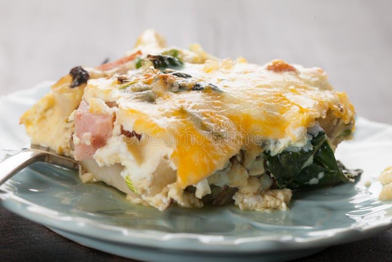 Μακρο πυροβολισμός casserole προγευμάτων αυγών στοκ εικόνες