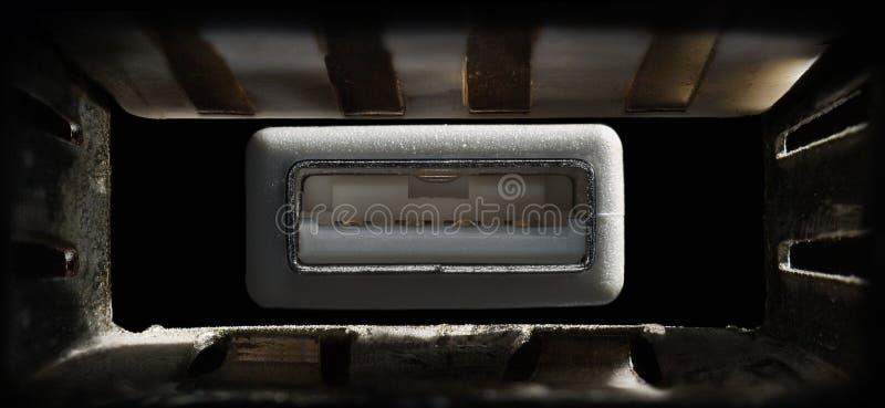 Μακρο συνδετήρας και λιμένας USB στοκ φωτογραφίες