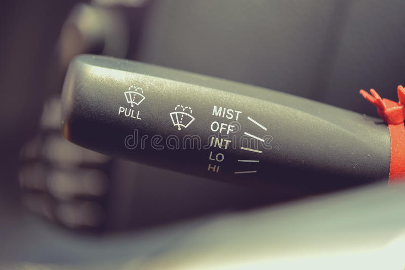 Μακρο φωτογραφία της ρύθμισης του ελέγχου υαλοκαθαριστήρων στοκ εικόνες