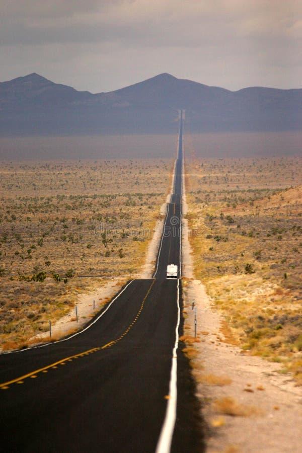 Download μακρύς δρόμος στοκ εικόνες. εικόνα από νεβάδα, νεφελώδης - 2232078